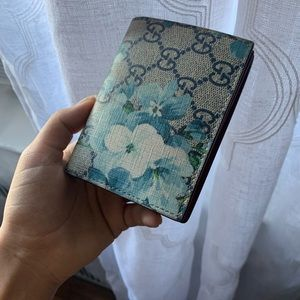 AUTHENTIC Gucci blooms wallet